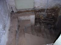 Sandsteintreppe in den Gewölbekeller / ehem. Wohnhaus in 97877 Wertheim (04.01.2008)