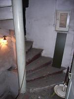 Treppenantritt im Erdgeschoss, Sandsteinstufen / ehem. Wohnhaus in 97877 Wertheim (04.01.2008)