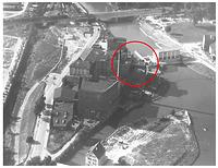 """Hagenbucher-Areal mit neuem Kraftwerk (1950er Jahre) / Wasserkraftwerk """"Hagenbucher"""" in 74072 Heilbronn (Dr. J. Hennze, Planungs- und Baurechtsamt Heilbronn, Untere Denkmalschutzbehörde (Luftbild f001-f-99200632))"""