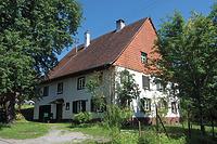 Nordwestseite und Südwestgiebel. / Wohnhaus in 88682 Salem-Neufrach (28.05.2015)
