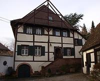 Ostfassade mit Eintrag des ehemaligen Fachwerkgiebels  / Fachwerkhaus in 79346 Endingen (13.04.2016 - Frank Löbbecke)