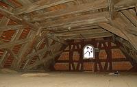 Die Längsaussteifung wird über eine rautenartig verflochtene Verstrebung je Dachzone hergestellt. / Schloss Rechenberg in 74597 Stimpfach, Schwäbisch Hall (06.12.2010)