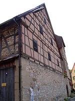 Scheune, Ansicht von West / Steinhaus, Torhaus, jetzt Wohnhaus in 74354 Besigheim (12.07.2007 - Denkmalpflegerischer Werteplan, Gesamtanlage Besigheim, Regierungspräsidium Stuttgart)