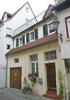 von der Sraßenseite / Wohnhaus in 74354 Besigheim (30.06.2016 - M.Haußmann)