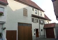 Ansicht von Norden, von der Hauptstraße zurückgesetzt. / Wohnhaus und Scheune in 74354 Besigheim (26.07.2016 - M. Haußmann)