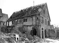 Während des Abbruchs 1982 rechte Haushälfte Nr. 55, links Haus 45 / Abgebrochenes Ackerbürgerhaus jetzt Wohnhaus in 74354 Besigheim (Stadtarchiv Besigheim)