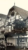 """Nordostseite  um 1950 / Wohn- und Gasthaus """"Hirsch"""" in 74354 Besigheim (01.02.1950 - Stadtarchiv Besigheim)"""