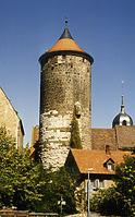 Ansicht von Süden - rechts das Torwächterhaus - Pfarrgasse 15 / Oberer Turm, sog. Schochenturm in 74354 Besigheim (M. Haußmann)