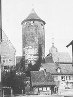 Historische Aufnahme. Ansicht von Süden. Im Vordergrund ein abgegangenes Gebäude im Ochsengraben. / Oberer Turm, sog. Schochenturm in 74354 Besigheim (Stadtarchiv Besigheim)