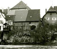 Ansicht von der Enz - von Westen. Der linke Gebäudeteil / Scheune mit Fotoatelier in 74354 Besigheim (Stadtarchiv Besigheim)