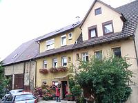 Ensemble 57 und 59, Ansicht von Südost / Wohnhaus, Teil von Doppelhaus und Doppelscheune in 74354 Besigheim (2007 - Denkmalpflegerischer Werteplan, Gesamtanlage Besigheim, Regierungspräsidium Stuttgart)