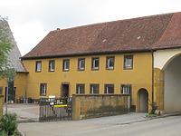Ansicht des Gebäudes von Südwesten / Ehem. Kutschenhaus in 73466 Lauchheim (09.06.2011)