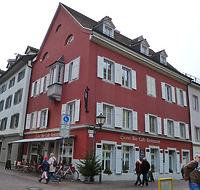 """Münzgasse 1/ Ecke Brotlaube, Nordostansicht / Wohn- und Geschäftshaus, ehem. """"Zum Hinteren Goldenen Adler"""" in 78462 Konstanz (23.12.2016 - Christin Aghegian-Rampf)"""