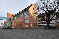 Gewerbebank (im Hintergrund: Ehinger Stadel, Zwischenbau, Kiechelhaus und Renaissancehof) / Teil des Ulmer Museums (Gewerbebank) in 89073 Ulm