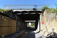 EÜ Heilbronn Schillerstraße, Außenansicht des größeren, noch als Gleisüberführung genutzten Überbaus 2 von Nordosten / Eisenbahnüberführung Schillerstraße in 74076 Heilbronn (August 2020 - strebewerk. Architekten GmbH)
