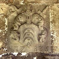 Deißlingen-Lauffen, ehem. Zehnscheuer, Wappenstein des Klosters Rottenmünster über dem Einfahrtstor  / ehem. Zehntscheuer  in 78652 Deißlingen-Lauffen