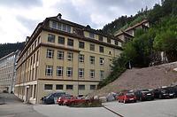 Nordostansicht / Ehem. Junghans Uhrenfabrik, sog. Terrassenbau, heute Uhrenmuseum in 78713 Schramberg (Bildarchiv Freiburg, Landesamt für Denkmalpflege)