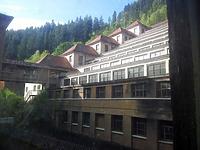 Blick in den Innenhof / Ehem. Junghans Uhrenfabrik, sog. Terrassenbau, heute Uhrenmuseum in 78713 Schramberg (Bildarchiv Freiburg, Landesamt für Denkmalpflege)