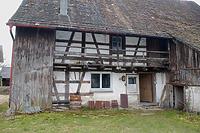 Wohnteil, Nordseite. Bauzeitlicher Laubengang und zweigeschossiger Abortanbau. / Wohn- und Ökonomiegebäude in 88682 Altenbeuren