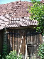 Ostansicht mit mittlerem Teil der Schafscheune mit Übergang zum nachbarlichen Scheunenbereich / Ehem. Schafscheune in 74673  Mulfingen-Simprechtshausen (25.07.2018 - Bastian Heuberger)