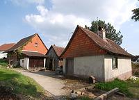 Im Vordergrund Backhaus. Östlich Schuppen und Fachwerkbau. / Backhaus in 88682 Neufrach