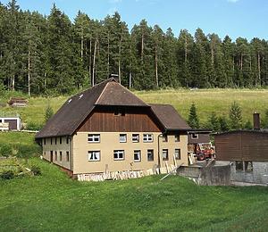 Nordwestansicht / Hofgebäude in 78089 Unterkirnach (2016 - Stefan King)