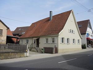 Ansicht des Gebäudes von Südwesten   / Wohnhaus in 70599 Stuttgart, Plieningen (2014 - Markus Numberger, Esslingen)