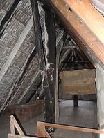 Blick auf einen Hochfirstständer im 2. Dachgeschoss mit Kopfband und vom 1. Dachgeschoss kommendem Langband  / Wohnhaus in 70599 Stuttgart, Plieningen (2014 - Markus Numberger, Esslingen)