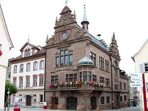 """Ansicht """"Gasthof zum Löwen"""" und Rathaus / Ehem. Gasthof zum Löwen in 88606 Meßkirch (2014 - Karin Uetz)"""