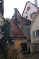 Rückansicht mit dem zwischen den Nachbargebäuden eingeklemmtem Rückgebäude. / Wohn- und Handwerkerhaus in 88499 Riedlingen (Stefan Uhl)