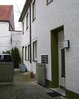 Blick entlang der Nordseite des Hauptgebäudes. / Wohnhaus in 89073 Ulm (22.03.2021 - Stefan Uhl)