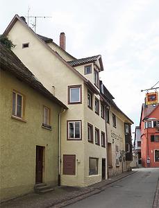 Ansicht des Gebäudes von der Sprengergasse her. / Wohn- und Geschäftshaus in 78628 Rottweil, Altstadt (Juli 2018 - Dipl.-Ing. Stefan King, Freiburg)