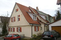 Ansicht von Nordwesten mit Vorderhaus und leicht verspringendem Hinterhaus.  / Wohnhaus in 70794 Filderstadt, Plattenhardt ( 26.02.2008  - Foto: Tilmann Marstaller )