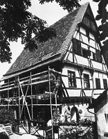 Südwestansicht während der Restaurierung  (1983) Quelle: www.bildindex.de / Fachwerkhaus in 72160 Horb, Horb am Neckar