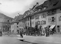 Blick von Süden in den nördlichen Bereich der Hauptstraße; bei dem Gebäude mit Vollwalm (2. v. li) handelt es sich um Haus Nr. 17 (um 1910) / Wohn- und Geschäftshaus in 79219 Staufen, Staufen im Breisgau (01.01.1910 - Stadtarchiv Staufen (Aufnahme von Rudolf Hugard))