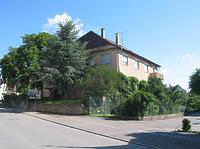 Südwestliche Ansicht des heutigen Wohnhauses mit Resten des ehemaligen Schlosses (2007) / ehem. Schloss in 71159 Mötzingen