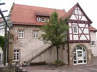 Hof, Ansicht von Südost / Schulgebäude, ehemalige Pfründscheuer in 74354 Besigheim (Denkmalpflegerischer Werteplan, Gesamtanlage Besigheim, Regierungspräsidium Stuttgart)