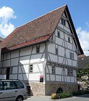 Firstständerhaus, Ansicht von Nordosten, Urheber: Regierungspräsidium Karlsruhe, RPK, Ref. 26 / Firstständerhaus in 76698 Ubstadt-Weiher-Zeutern