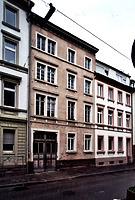 Mietwohnhaus, Ansicht von Nordwesten, 2004, Urheber: G.I.G. (Gesellschaft für Immobilienprojektierung und Grundstücksentwicklung) / Mietwohnhaus in 76137 Karlsruhe, Südstadt