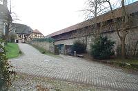 Blick von Westen. Rechts innere Wehrmauer. Mitte ehem. Mauern (grüne Plane) der Remise mit Tor. Hinten Heuhaus von 1774. / ehemalige Holz und Chaisen Remise in 72074 Tübingen-Bebenhausen