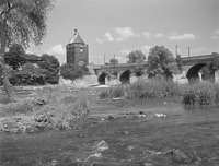 Pliensauturm und Pliensaubrücke, von Westen  (Foto Marburg, Foto: Schmidt-Glassner, Helga; Aufnahme-Nr. 1.562.201; Aufn.-Datum: 1930/1960)  / Pliensauturm in 73728 Esslingen am Neckar, Pliensauvorstadt
