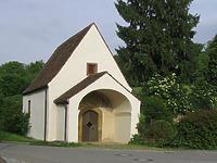 Eingangssituation / Magdalenenkapelle in 79219 Staufen, Staufen im Breisgau (05.06.2008 - Ute Wehrle, in: http://www.badische-zeitung.de/staufen/zuflucht-fuer-leprakranke--2050489.html)