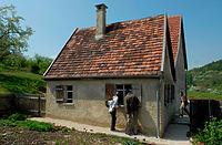 Ausgedinghaus im FLM Beuren; Traufseite / Ausgeding aus Aichelau (Hofanlage Aichelau) in 72539 Aichelau (http://www.freilichtmuseum-beuren.de/museum/rundgang/ausgedinghaus-aus-aichelau/)