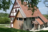 Bauernhaus im FLM; Südgiebel / Bauernhaus aus Aichelau (Hofanlage Aichelau, Hauptbau) in 72539 Aichelau (http://www.freilichtmuseum-beuren.de/museum/rundgang/bauernhaus-aus-aichelau/)