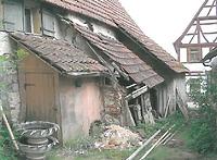 Annexbauten entlang der Ostseite des Haupthauses (2003); in Aichelau / Bauernhaus aus Aichelau (Hofanlage Aichelau, Hauptbau) in 72539 Aichelau (01.04.2003 - Hans-Jürgen Klose, Fotodokumentation, 2003)