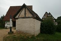 Fensterlose Giebelseite des Schweinestalls; im Hintergrund eine Scheuer aus Beuren / Schweinestall aus Ehningen in 71139 Ehningen (02.09.2011 - Becker_priv)