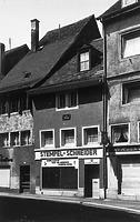 """Straßenseite Wohn- und Geschäftshaus """"Zur Dogge"""" (1971) / Wohnhaus in 78426 Konstanz (Bildindex Foto Marburg (LDA Freiburg, Foto 374/41))"""