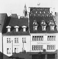 """Zunfthaus der Bäcker (links) und """"Haus zum roten Korb"""" (1965) / Wohnhaus; Haus zum roten Korb in 78426 Konstanz (Bildindex Foto Marburg (B´635 / 11))"""