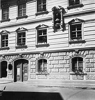 Detail Sockelgeschoss (1950/60) / Wessenberghaus, ehem. Domhof in 78426 Konstanz (12.11.2011 - Bildindex Foto Marburg (B 663/1))