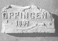 """Ziegel aus dem Erdgeschossmauerwerk; Inschrift: """"Göppingen 1883"""" / Steinmetzhaus aus Wangen in 73117 Wangen (25.11.1987)"""